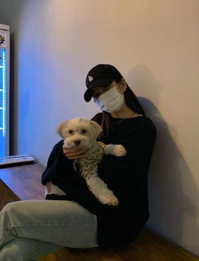"""[박초롱 interview] Apink's Park Cho-rong """"My dog is a friend I am always grateful for"""""""
